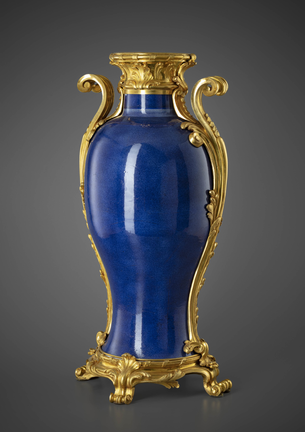 A large ormolu mounted gold powdered blue porcelain vase - Galerie Kugel
