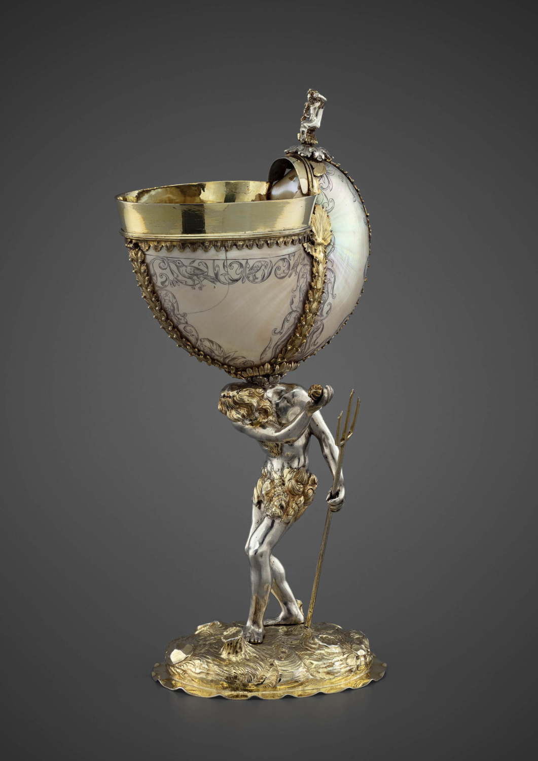 A parcel-gilt silver mounted nautilus shell - Galerie Kugel