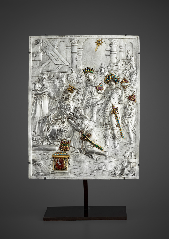 Silver relief enhanced with gemstones - Galerie Kugel