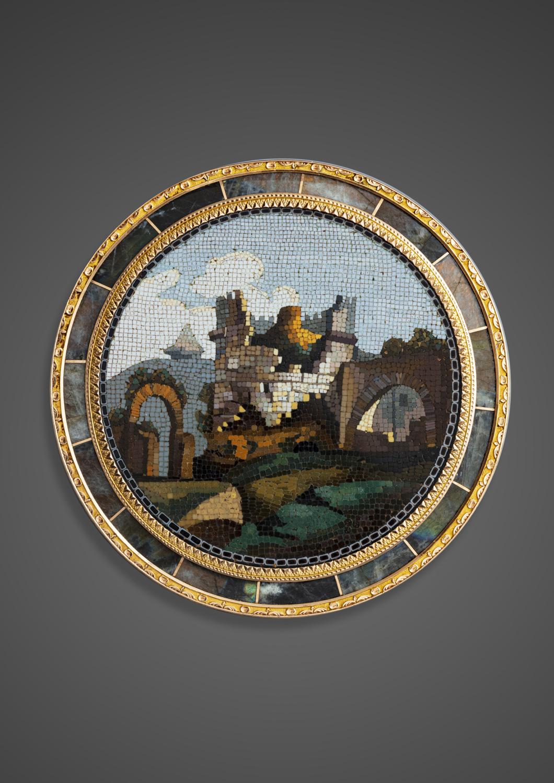 A gold-mounted labradorite circular snuffbox - Galerie Kugel