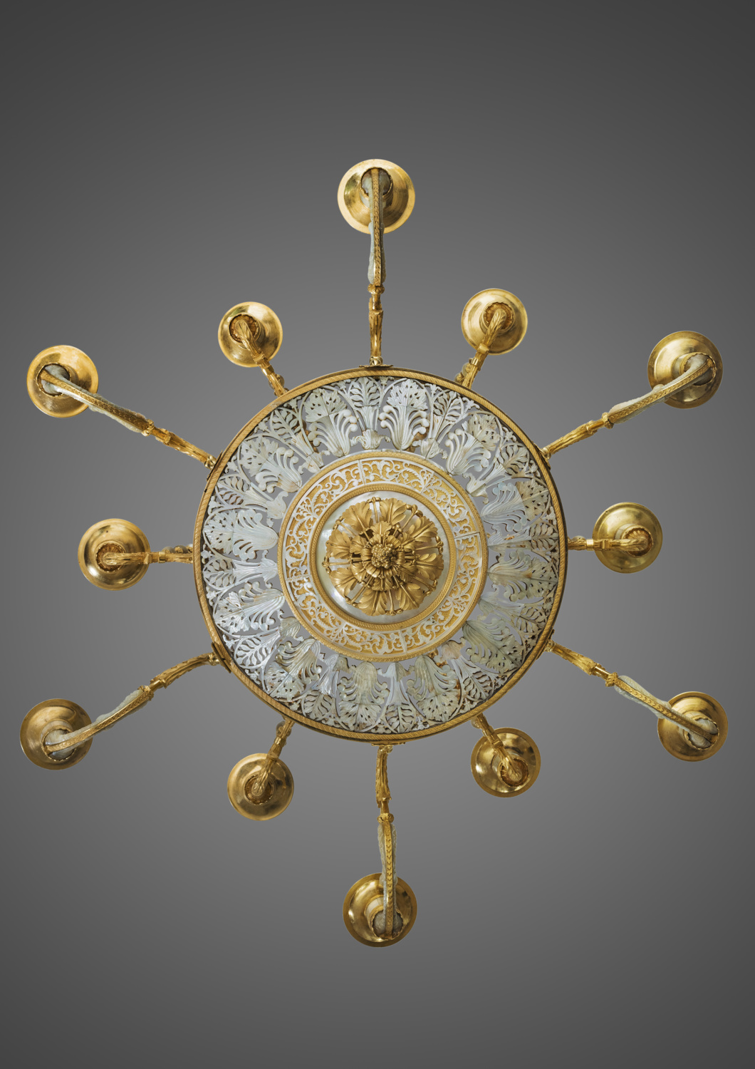 An exceptional ormolu mounted mother-of-pearl - Galerie Kugel