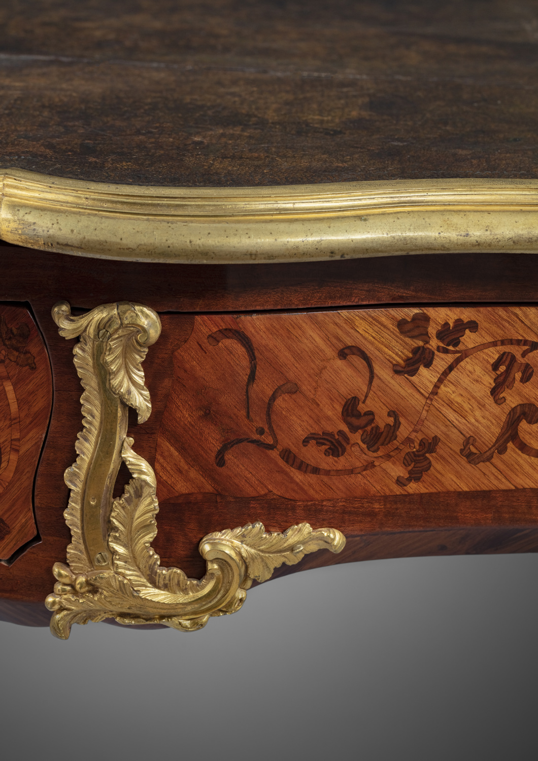 A Louis XV ormolu-mounted marquetry desk - Galerie Kugel