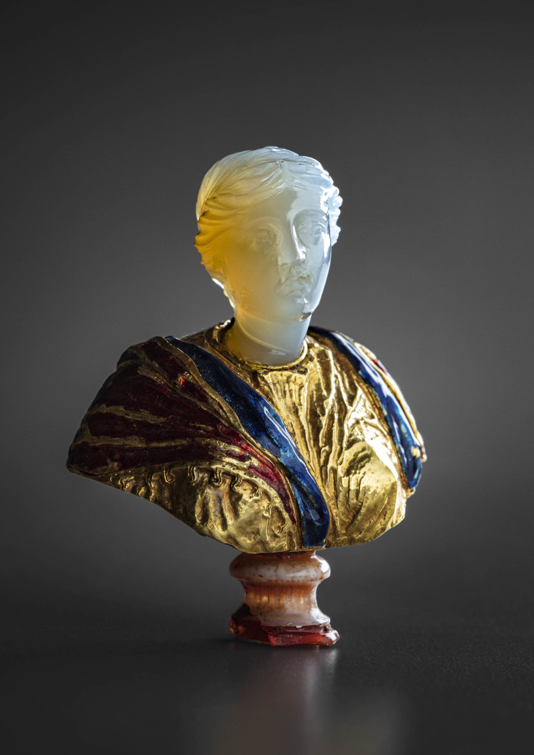 A miniature roman chalcedony head mounted on an enamelled gold bust - Galerie Kugel